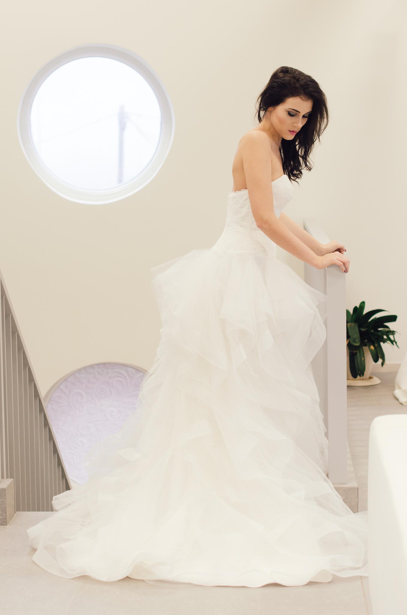 Med pomirjanjem poročnih oblek ...