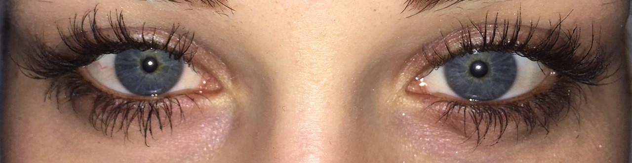 Po enem mesecu uporabe seruma, ko sem si trepalnice poudarila še z maskaro ...