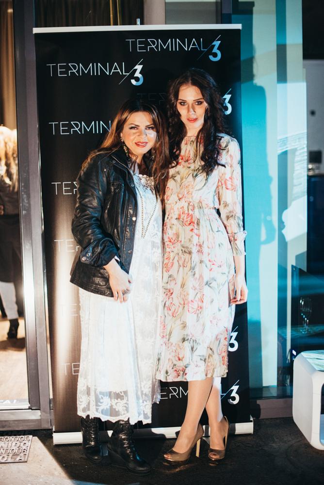 Jaz in Neisha, ki je na dan dogodka kupila belo boho oblekico Terminal3.
