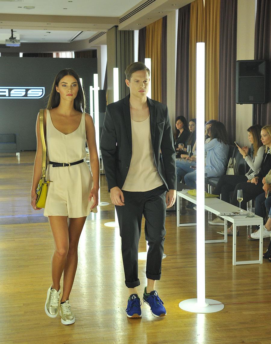 Postavni modeli v trendi obutvi iz Massa