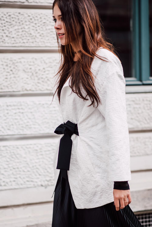 eva-ahacevcc_love-eva_pleated-skirt_black-and-white_ootd-3