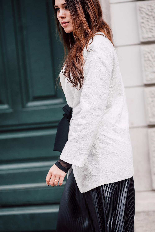 eva-ahacevcc_love-eva_pleated-skirt_black-and-white_ootd-4
