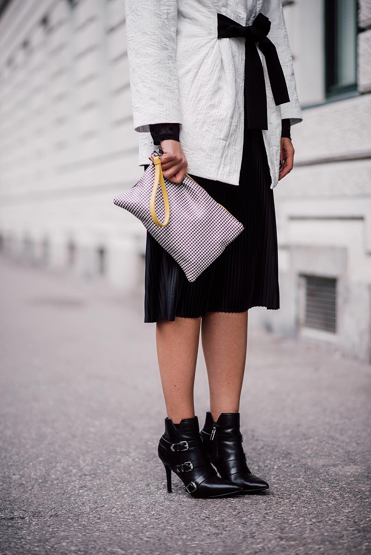 eva-ahacevcc_love-eva_pleated-skirt_black-and-white_ootd-9