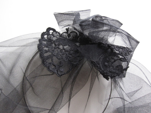 halloween-diy-widow-black-lace-wrap
